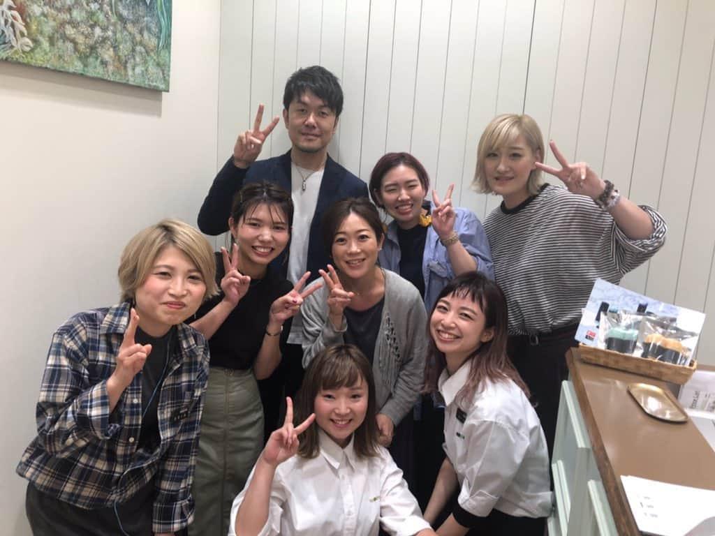 けやかけで尾関梨香×小林由依が訪れた美容院を土田晃之さんも先日訪問、店員との記念撮影ショット公開